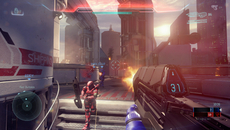 Screen-space effects such as lens flare and high dynamic range also impact visibility on the industrial 'Empire' stage.  A ruined backdrop offers only a small hint of where the game's single player arc is headed.