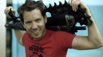 "Bleszinski: On-disc DLC an ""unfortunate reality"" for industry"