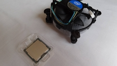 The Intel Pentium G840 CPU comes with a stock processor fan. As always, thermal paste is already applied on the metal contact beneath, so care needs to be taken while handling.