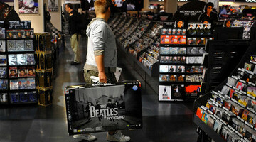 HMV sees �16m loss, 12 per cent drop in sales for year