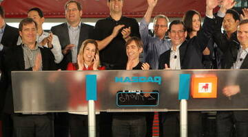 Zynga hands out stock options to employees to stop exodus