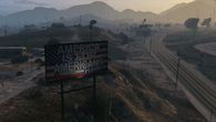 A distant view into the desert quickly reveals the increase in distant detail on PS4. Increased texture detail and LODs are in evidence - even the distant billboards are lit on PS4 while completely flat on PS3.