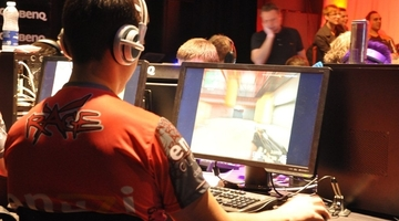 72% of gamers play online - NPD