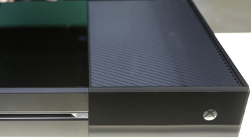 "Microsoft ""prepared to lower price"" on Xbox One next year - Pachter"