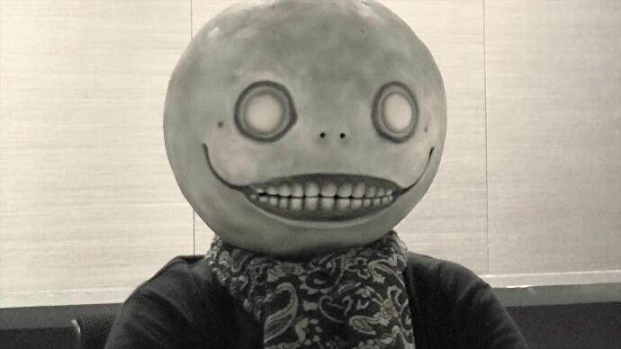 yoko_taro_parla_drakengard_remastered_del_photo_mode_nier_automata_v3_287370