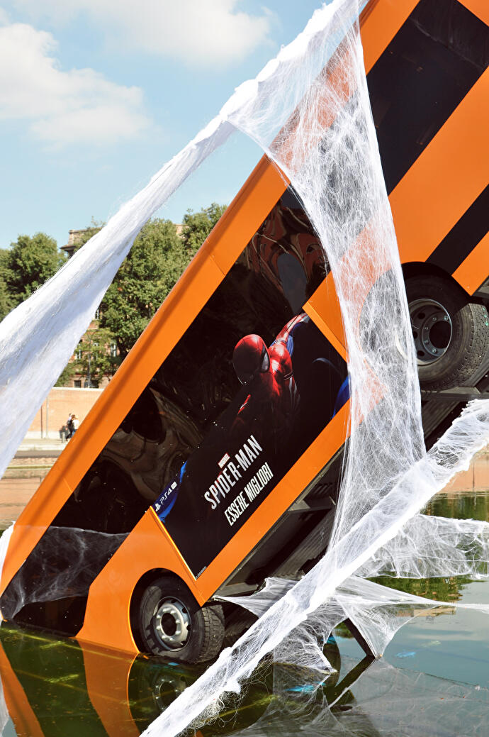 Marvel_s_Spiderman_bus_Darsena_2