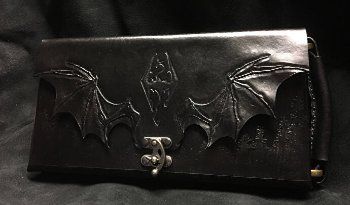 Skyrim_The_Legend_of_Zelda_Breath_of_the_Wild_Leather_Bound_Leatherbound_Nintendo_Switch_Case_Holder_Bag