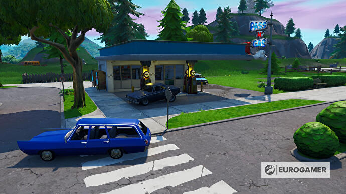 Fortnite_Season_10_Tankstelle_in_Pleasant_Park_Mission_Bunte_Ballerei