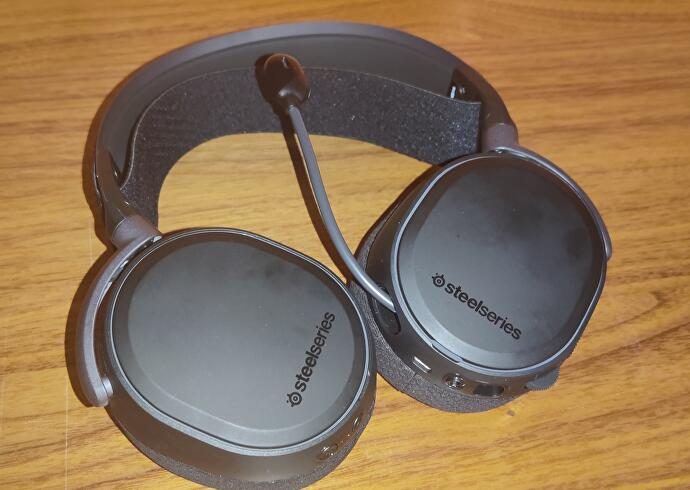 SteelSeries_Arctis_Pro_Wireless_2