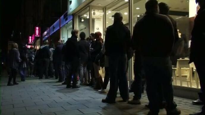 Gears 3 midnight launch footage